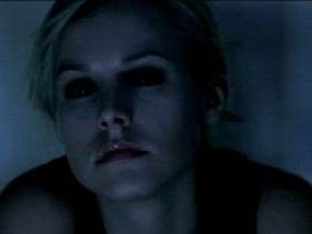 Un primo piano di Kristen Bell in una scena di Pulse