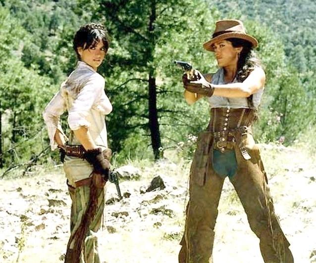 Salma Hayek e Penelope Cruz in Bandidas