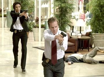 Eva Longoria e Kiefer Sutherland in una scena del film The Sentinel