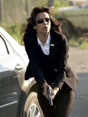Eva Longoria in una scena d'azione del film The Sentinel
