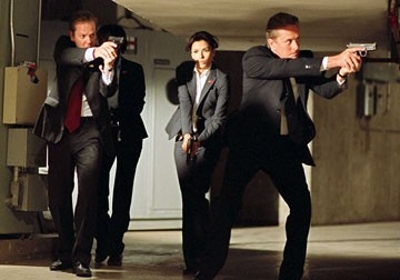 Kiefer Sutherland, Eva Longoria e Michael Douglas in una scena del film The Sentinel