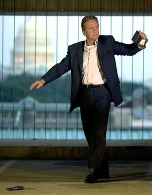 Michael Douglas in una scena del film The Sentinel