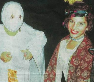 Il piccolo Tom Cruise ad una festa in maschera, vestito da donna