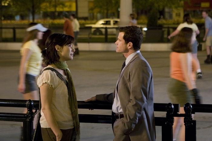Sandra Bullock e Dylan Walsh in una scena del film  La casa sul lago del tempo
