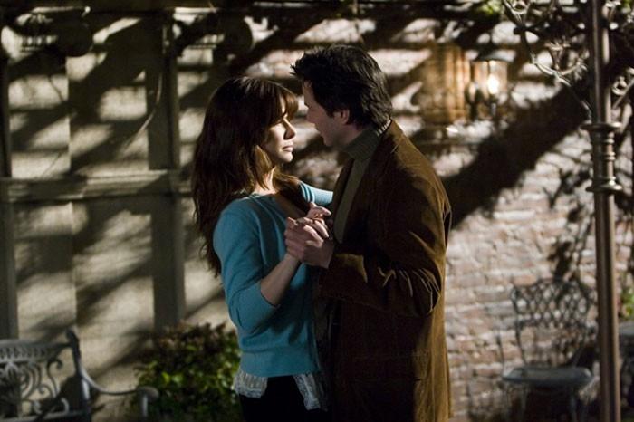Sandra Bullock con Keanu Reeves in una scena del film  La casa sul lago del tempo