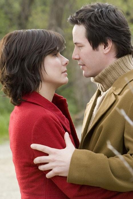 Sandra Bullock e Keanu Reeves sono protagonisti del film  La casa sul lago del tempo