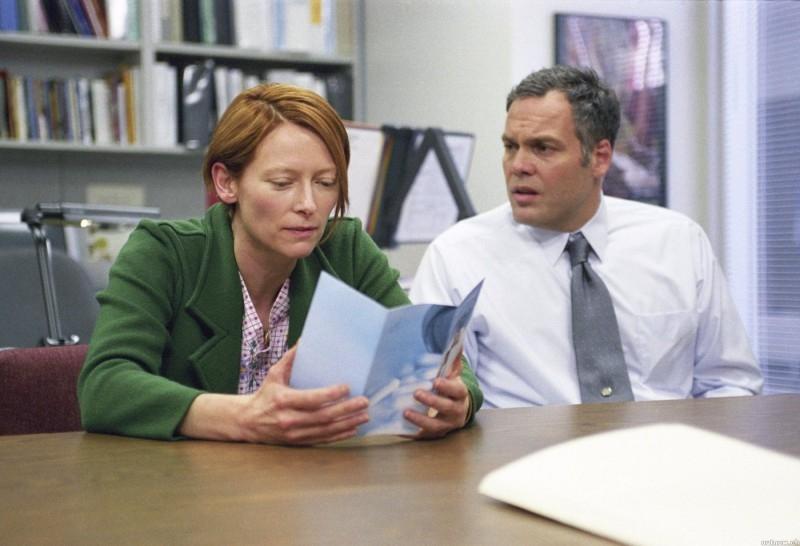 Tilda Swinton e Vincent D'Onofrio in una scena del film Thumbsucker - il succhiapollice
