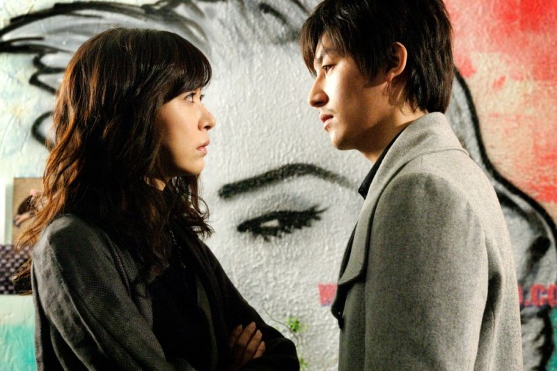 Sung Hyun-ah accanto a Ha Jung-woo in una scena del film Time