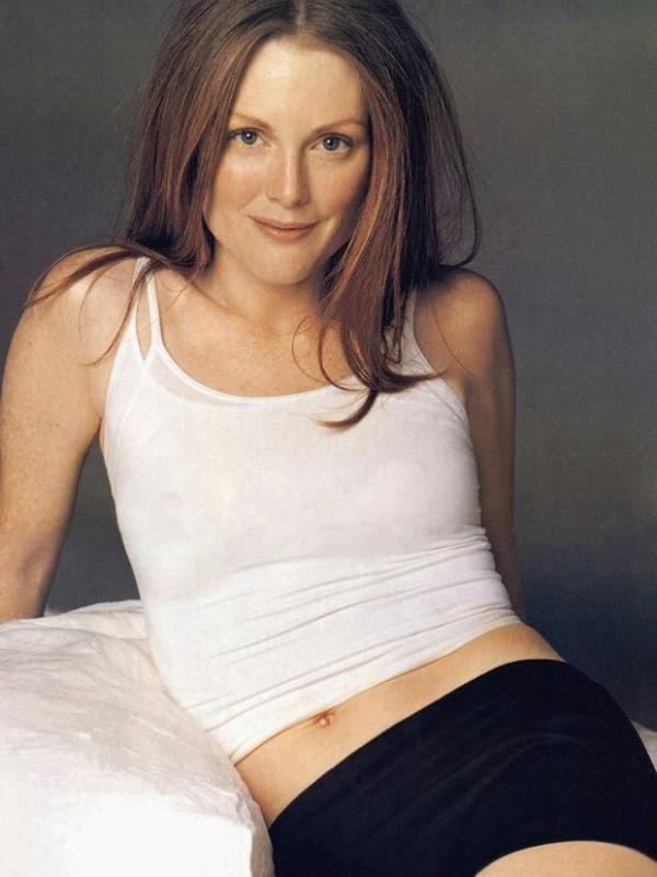 una grintosa e sexy Julianne Moore