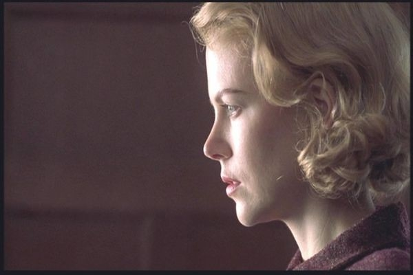 Nicole Kidman in una sequenza di The Others