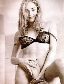 Una posa fetish per la sexy Sharon Stone