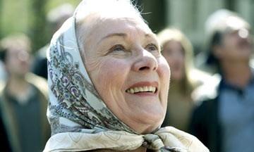 Rosemary Harris in una scena di 'Spider-man'