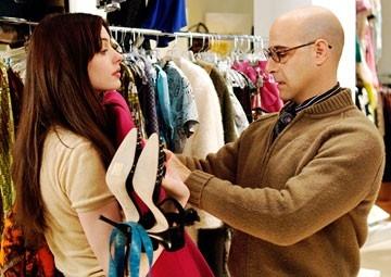 Anne Hathaway e Stanley Tucci ne Il diavolo veste Prada