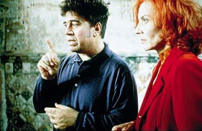 Pedro Almodovar con Marisa Paredes sul set di Tutto su mia madre