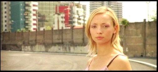 Carolina Dafne Porcari in una scena di Come l'ombra