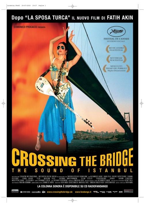 La locandina italiana di Crossing the Bridge: The Sound of Istanbul