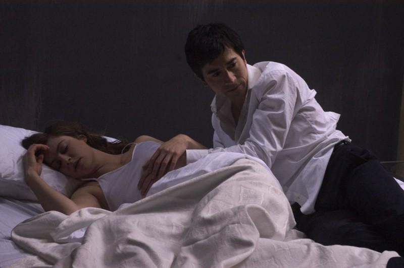 Luigi Lo Cascio con Anna Mouglalis in una scena del film Mare Nero