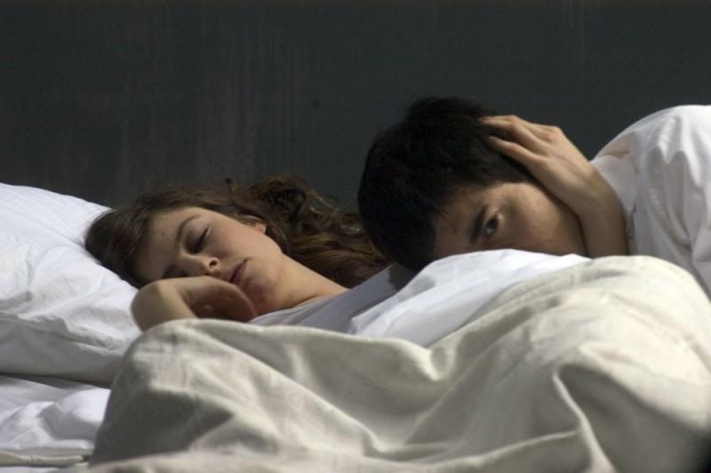 Luigi Lo Cascio accanto ad  Anna Mouglalis in una scena del film Mare Nero