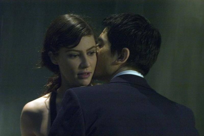 Luigi Lo Cascio e Anna Mouglalis in una scena del film Mare Nero