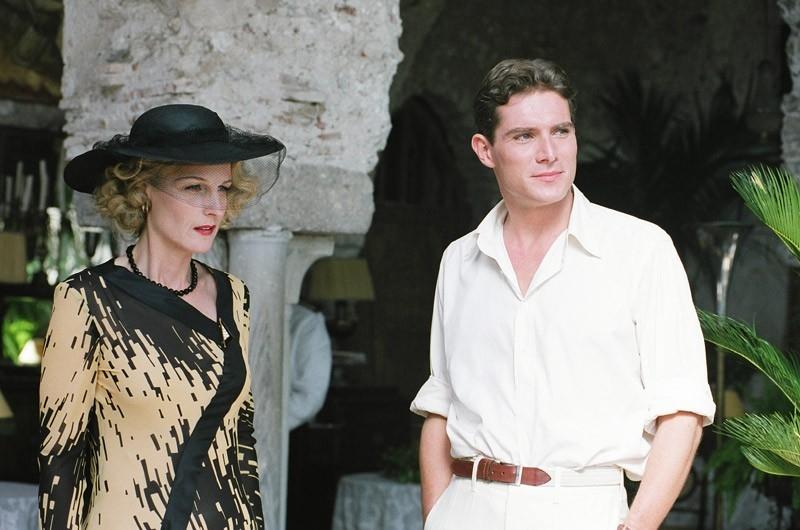 Helen Hunt e Mark Umbers in una scena del film Le seduttrici