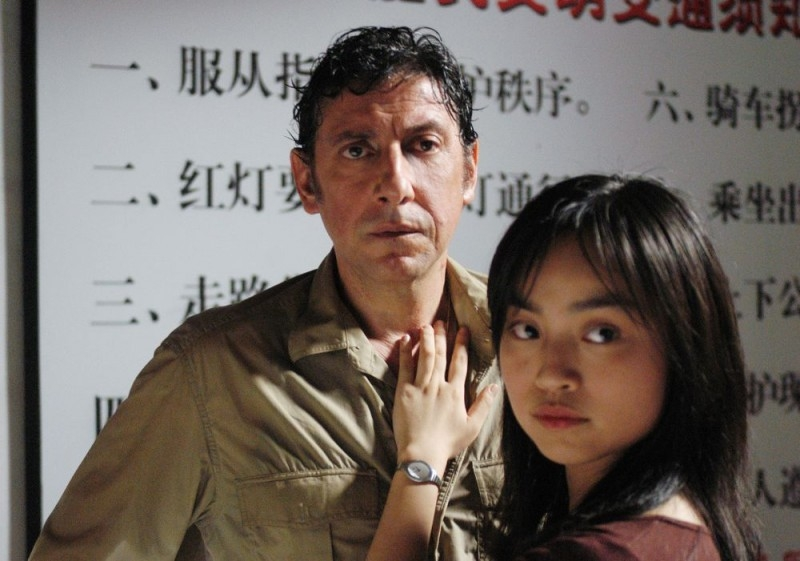 Sergio Castellitto e Tai Ling in una sequenza di La stella che non c'è
