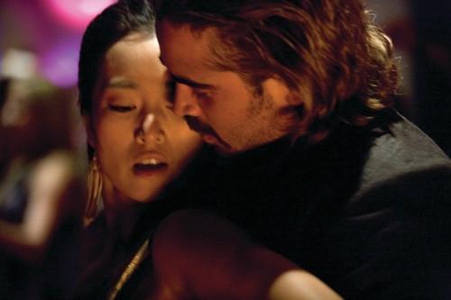 Gong Li  e Colin Farrell in una scena del film Miami Vice