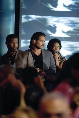 Jamie Foxx, Colin Farrell e Naomie Harris in una scena del film Miami Vice