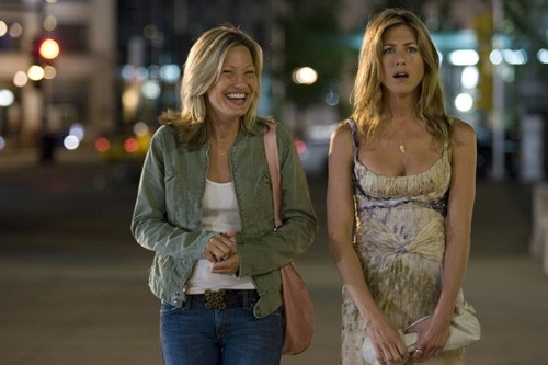 Joey Lauren Adams e Jennifer Aniston in una scena del film Ti odio, ti lascio, ti...