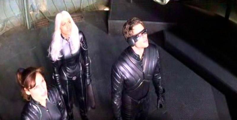 Famke Janssen, Halle Berry & James Marsden in una scena di X-MEN