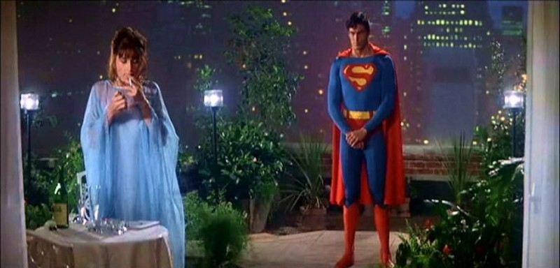 Margot Kidder con Christopher Reeve in una scena di SUPERMAN