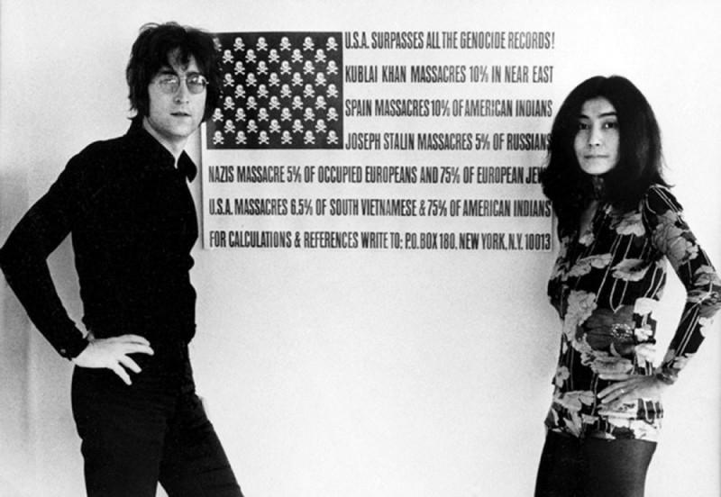 John Lennon e Yoko Ono in una scena tratta dal documentario The U.S. vs. John Lennon