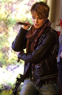 Keira Knightley interpreta Domino Harvey, ex-modella e cacciatrice di taglie
