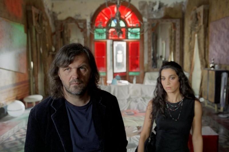 Emir Kusturica e Donatella Finocchiaro in una scena del film Viaggio segreto
