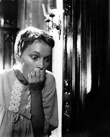 Mia Farrow in una bella immagine di Rosemary's Baby