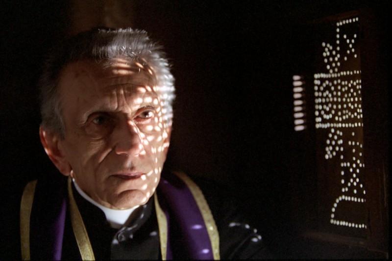 Roberto Herlitzka in una scena del film Viaggio segreto