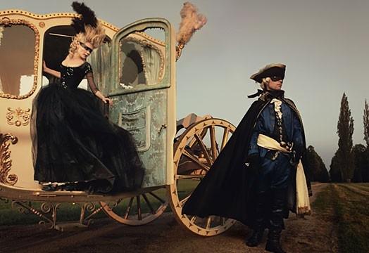 Una splendida Kirsten Dunst in versione Marie-Antoinette, in un servizio fotografico di Vogue
