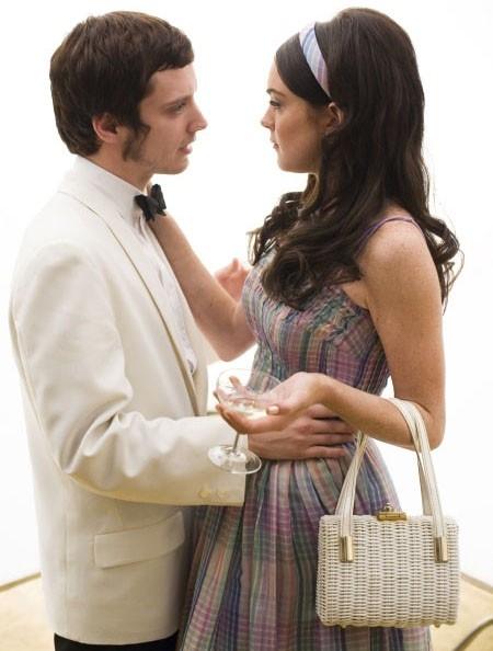 Eljiah Wood con Lindsay Lohan in una scena di Bobby