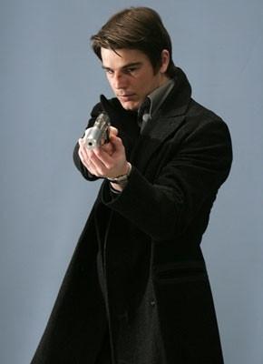 Josh Hartnett in una scena d'azione di Slevin - Patto criminale