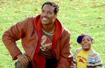 Marlon e Shawn Wayans in una scena della commedia Quel nano infame