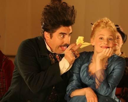 Alfred Molina e Romola Garai in As You Like IT