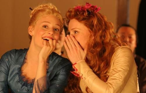 Bryce Dallas Howard e Romola Garai in As You Like It