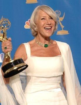 Helen Mirren con l'Emmy per Elisabetta I