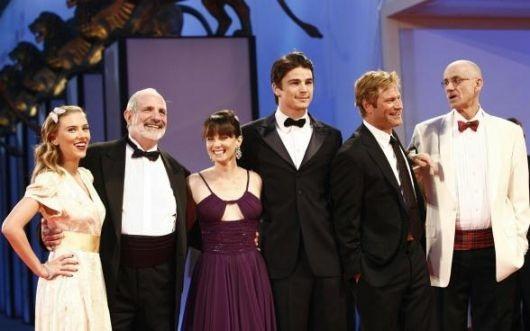Scarlett Johansson, Brian de Palma, Mia Kirshner, Josh Hartnett, Aaron Eckhart e lo scrittore James Ellroy a Venezia 2006 per The Black Dahlia