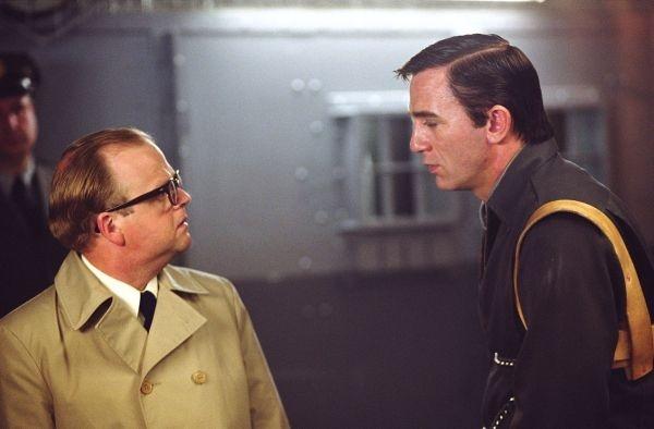 Toby Jones e Daniel Craig in una scena di Infamous