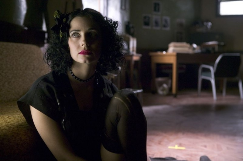 Mia Kirshner in una scena del film The Black Dahlia
