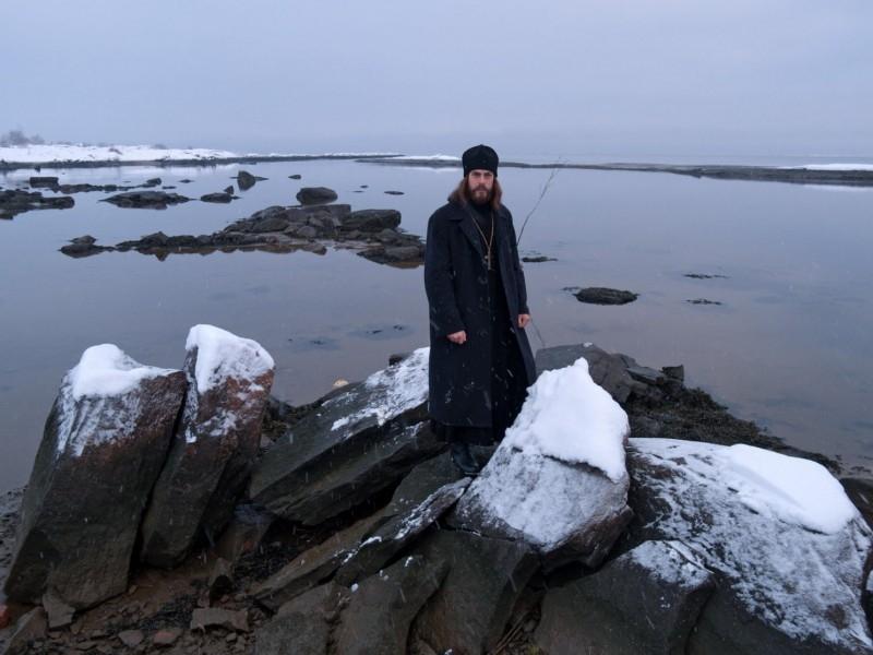 Una scena del film Ostrov (L'isola), di Pavel Lounguine