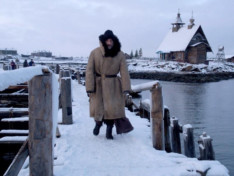 Una scena del film Ostrov (L'isola)