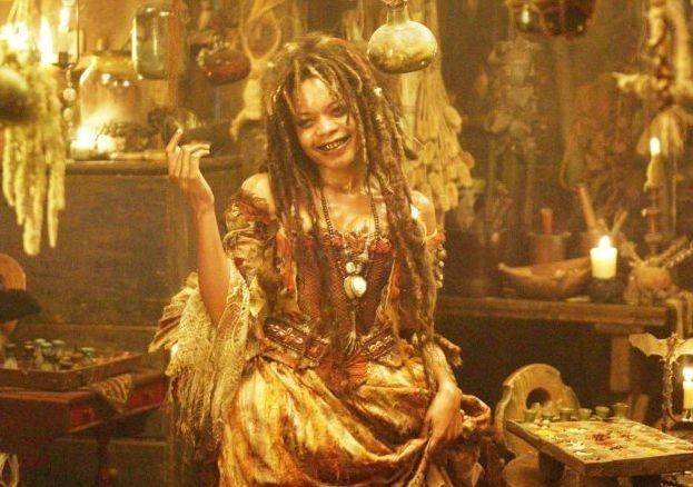 Naomie Harris in una scena del film Pirati dei Caraibi: la maledizione del forziere fantasma