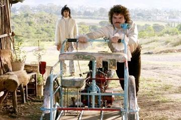 Jack Black ed Hector Jimenez (sullo sfondo) in una scena di Super Nacho