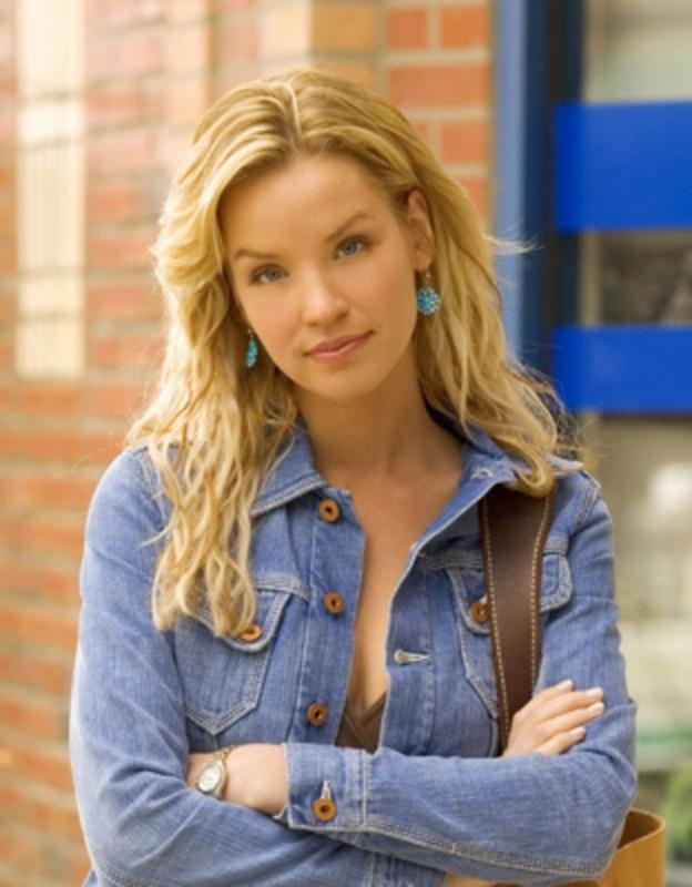 Ashley Scott in una foto promozionale di 'Jericho'